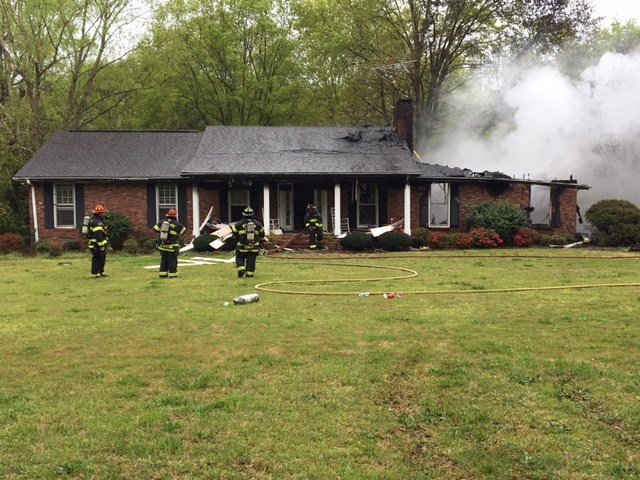 Firefighters battle Spartanburg County house fire. (Apr. 5, 2017/FOX Carolina)