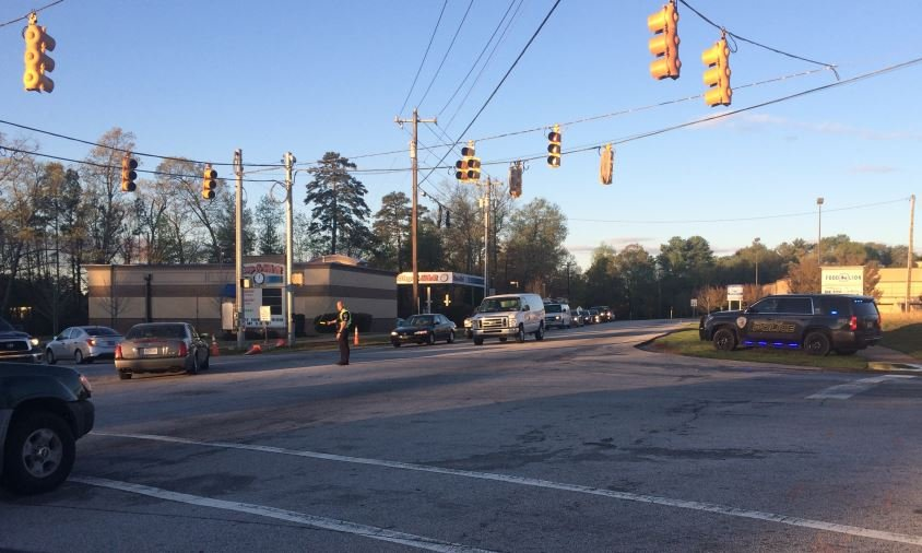 Simpsonville police direct traffic on Neely Ferry Road near Plain Elementary (FOX Carolina)