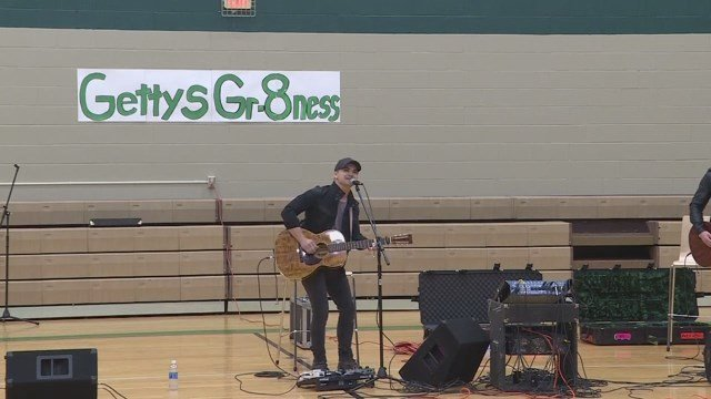 Hunter Hayes performs at Gettys Middle School for Random Acts of Kindness Day. (Source: Gettys Middle School)