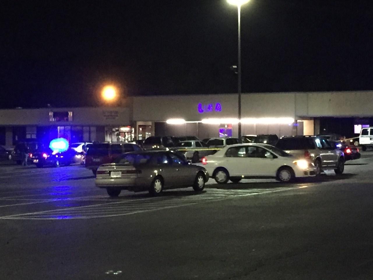 Deputies on scene of shooting at Club Luna (FOX Carolina: 4/9/2017).