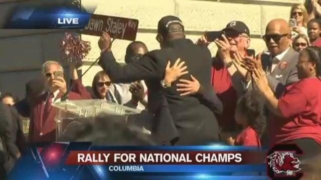 "Mayor Steve Benjamin holds up new street sign for ""Dawn Staley Way"". (April 9, 2017 FOX Carolina)"