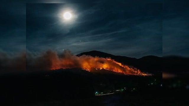 Dobson Knob fire. (Credit: Josh Davis)