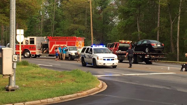 Scene of crash in Greenville Co. (FOX Carolina/ 4/14/17)