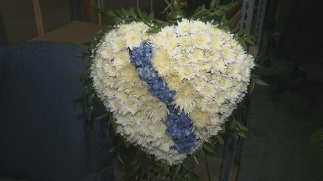 Heartbroken flower arrangement in honor of Spartanburg Police Department. (FOX Carolina/ April 18, 2017)
