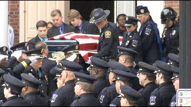 Officers line streets for procession honoring Officer Harris (Apr. 19, 2017/FOX Carolina)
