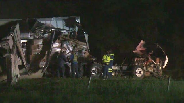 Tractor trailer crash blocks I-85 (FOX Carolina/ April 20, 2017)