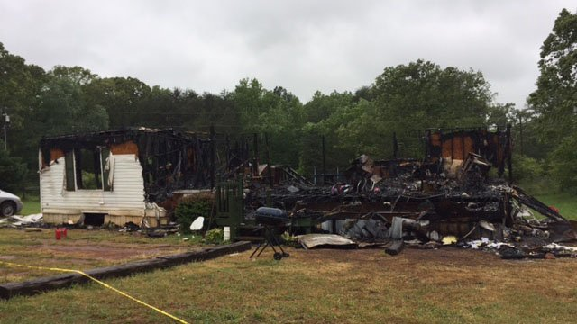 Scene of Anderson house fire (FOX Carolina/ 4/23/17)