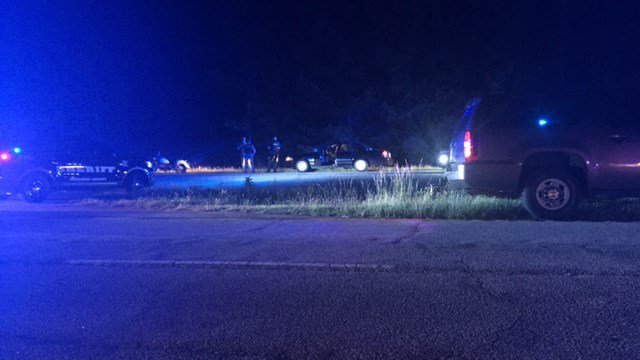 Manhunt underway after suspect fired shots at deputy following chase (FOX Carolina/ 5/17/17)