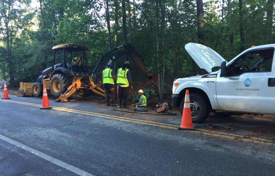 Water main break on Hammett Road (FOX Carolina)