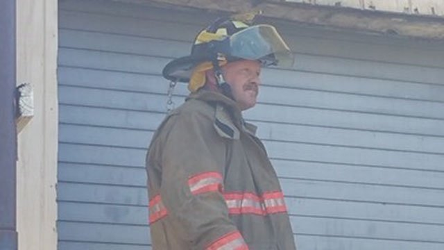 Iva mayor Bobby Gentry helps at scene of fire (Source: Jessica Pack)