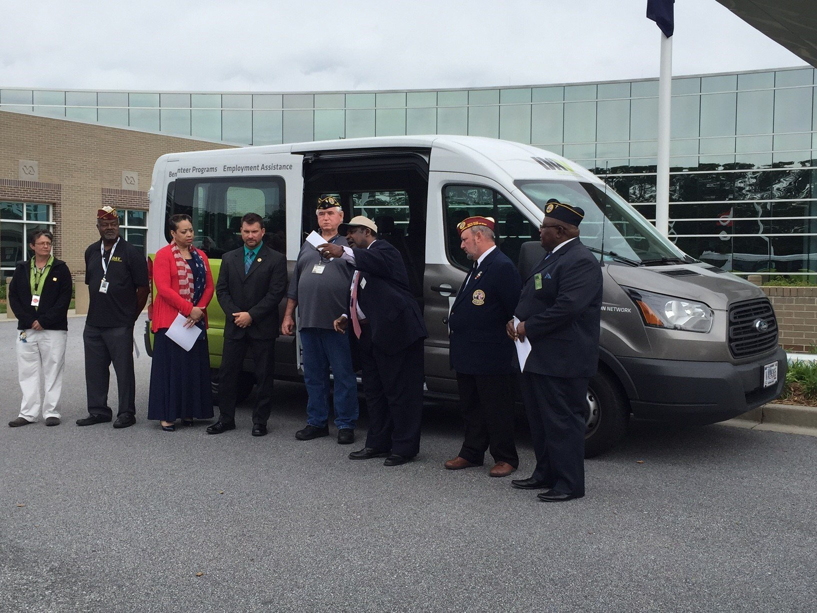 The DAV chapter members and the donated van (FOX Carolina/ May 30, 2017)