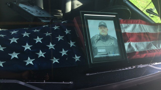 Memorial at Anderson Co. Sheriff's Office for fallen Deputy Devin Hodges (FOX Carolina/ 6/2/17)
