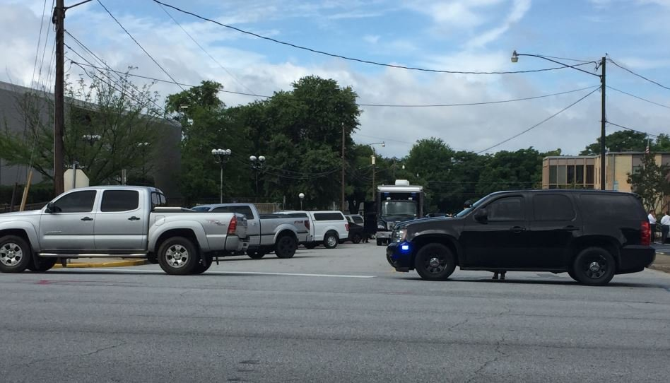 Large law enforcement presence at Spartanburg Co. Courthouse (FOX Carolina/ June 5, 2017)