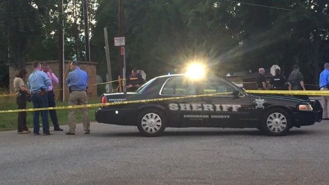 Scene of shooting on Brown Road (FOX Carolina/ 6/7/17)