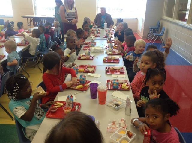 Kids eating in a school (Courtesy: Anderson School District 5 Food and Nutrition Services)