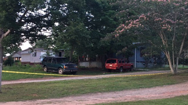 Scene of Chesnee house fire (FOX Carolina/ 6/10/17)
