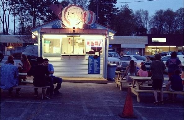 Photo of the Sno Hut (Courtesy: Sno Hut)