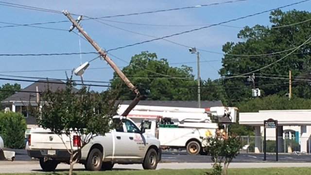 Crash takes out power pole in Inman (FOX Carolina/6/14/17)