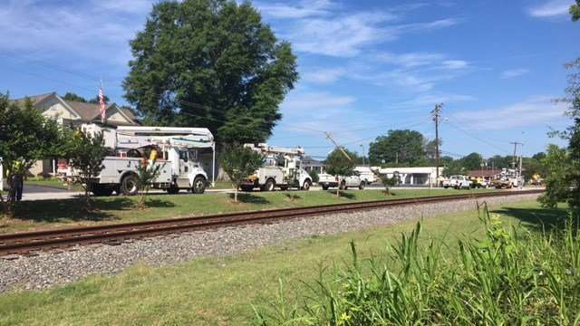 Crash takes out power pole in Inman (FOX Carolina/6/14/17)