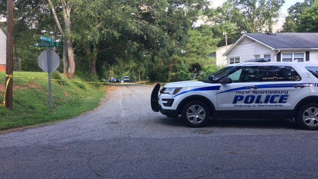 Scene of Spartanburg shooting on Whitener Avenue (FOX Carolina/ 6/16/17)