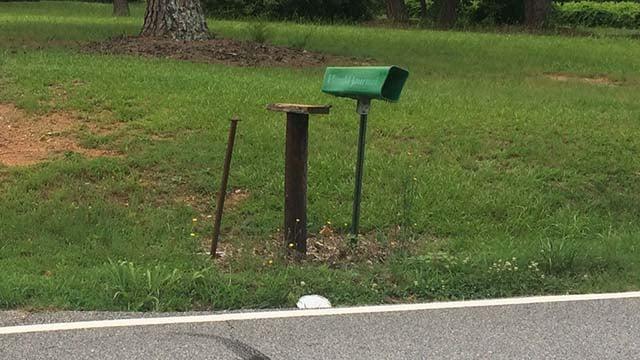 Damaged mailbox in Spartanburg County (June 20, 2017/FOX Carolina)