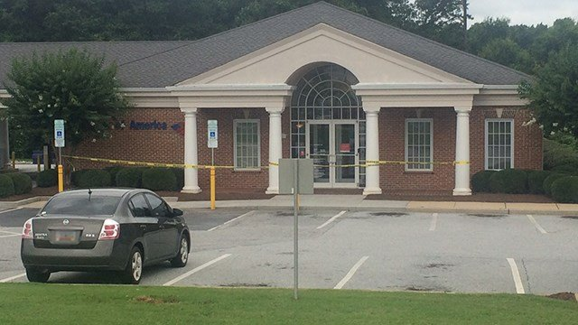 Scene of bank robbery in Simpsonville at Bank of America. (6/24/17 FOX Carolina)