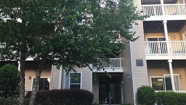 Scene of home invasion at Bell Roper Mountain Apartment complex. (6/26/17 FOX Carolina)