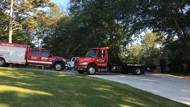 Scene of Greenville crash into water (FOX Carolina/ 6/28/17)