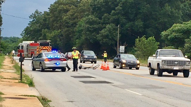 Scene of hit-and-run crash on US 221 in Spartanburg Co. (FOX Carolina/ 6/29/17)