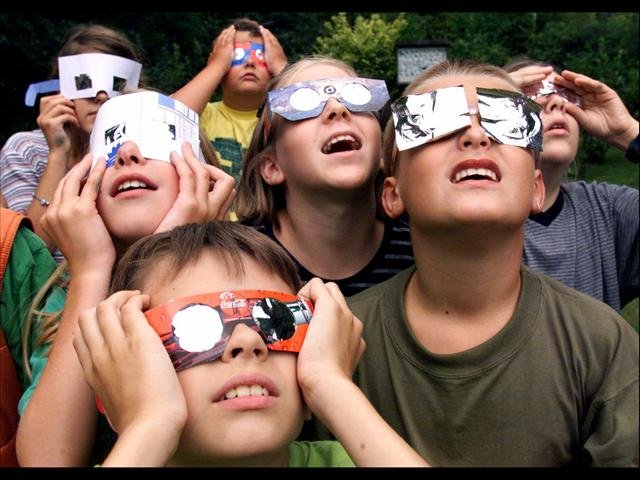 Children view eclipse with filtered glasses (Source: Associated Press)