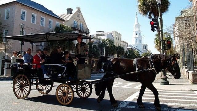 Horse-drawn carriage in Charleston (Source: Wikimedia)