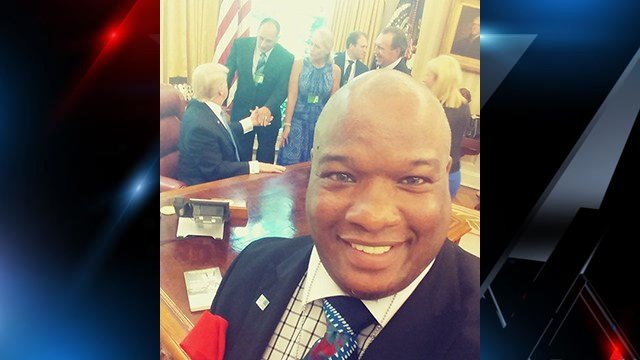Pastor Mark burns takes selfie in Oval Office (Source: Pastor Mark Burns)