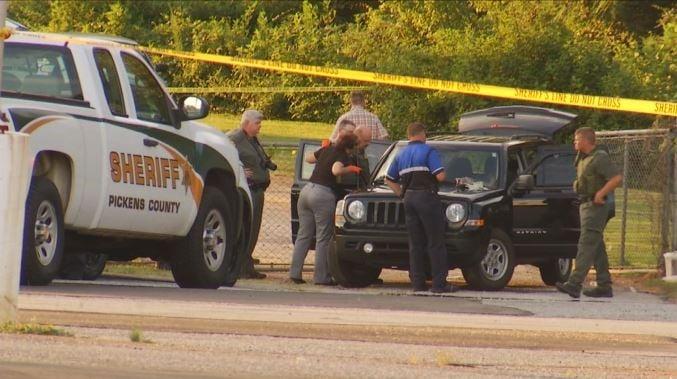 Investigators surround the suspect's Jeep in Pickens Co. (FOX Carolina/ July 14, 2017)