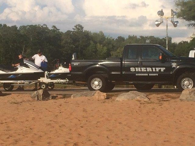 Rescue underway at Lake Hartwell after couple ejected from boat during storm (FOX Carolina/ 7/16/17)
