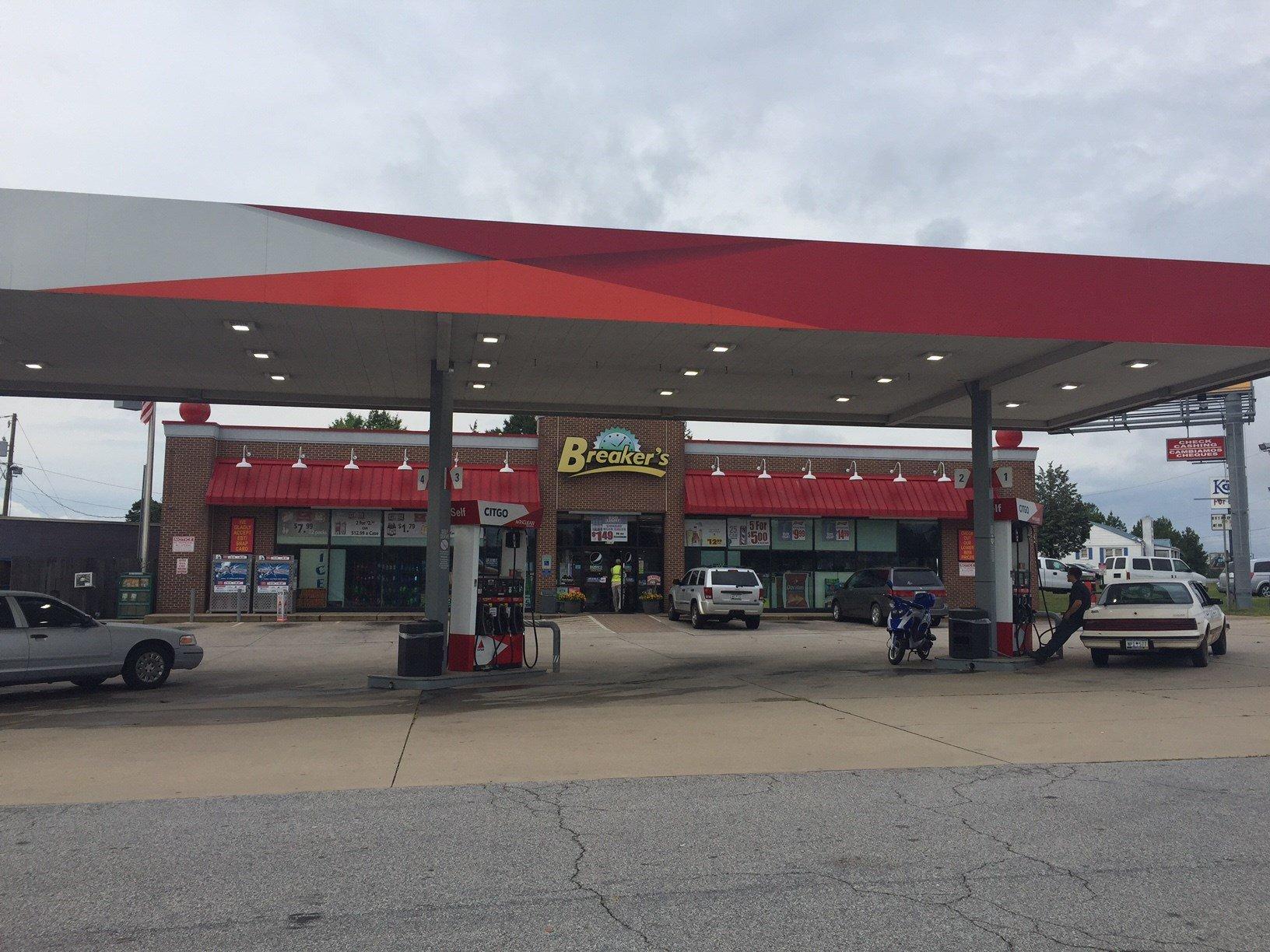 Breakers gas station (Aug. 8, 2017/FOX Carolina)