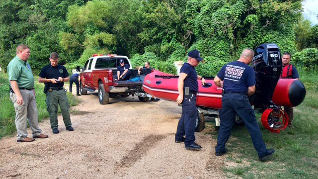 Rescue crews respond to call about stranded boater (FOX Carolina/ 8/10/17)