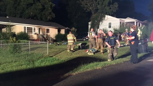 Crews respond to house fire on Farley Ave in Greenville (FOX Carolina/ 8/20/17)