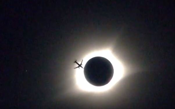 Jet crossing eclipse (Courtesy: Robert Harper/ YouTube)