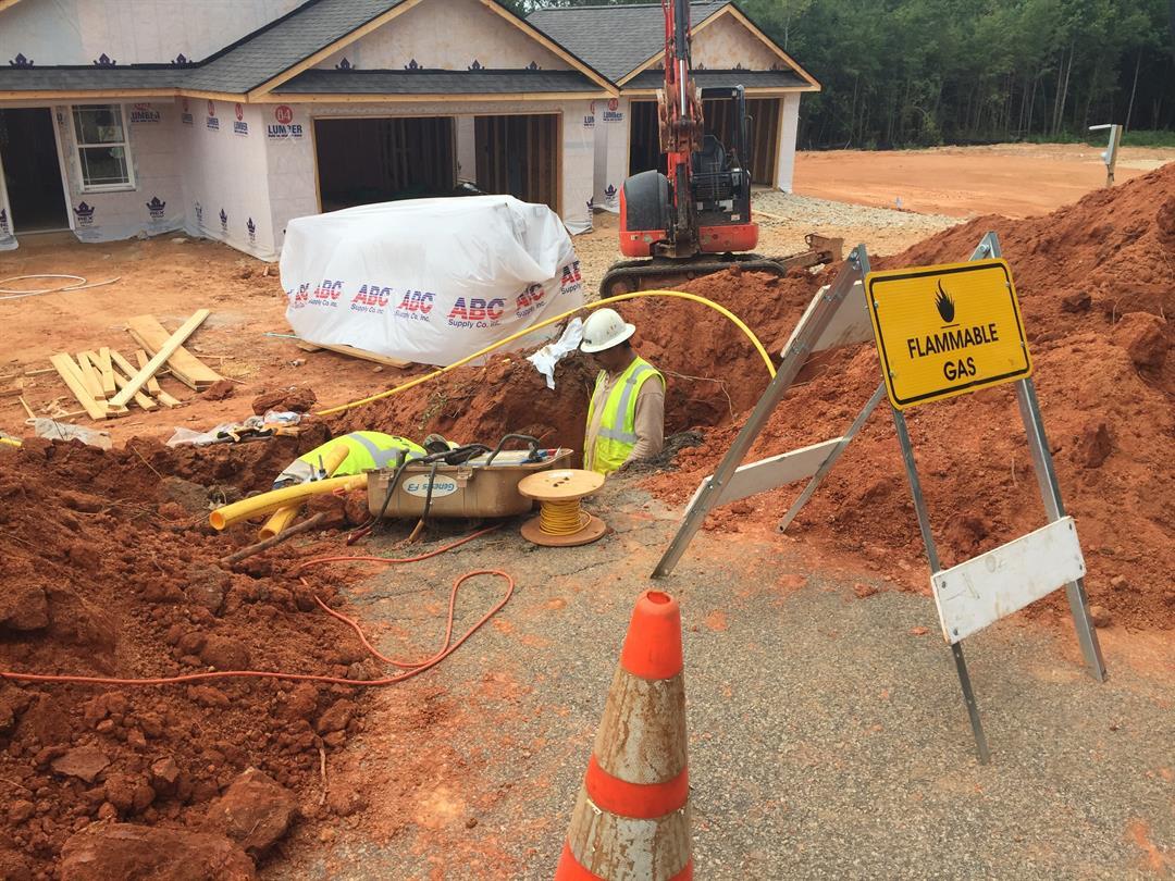 Gas line struck in Greer (Aug. 30, 2017/FOX Carolina)