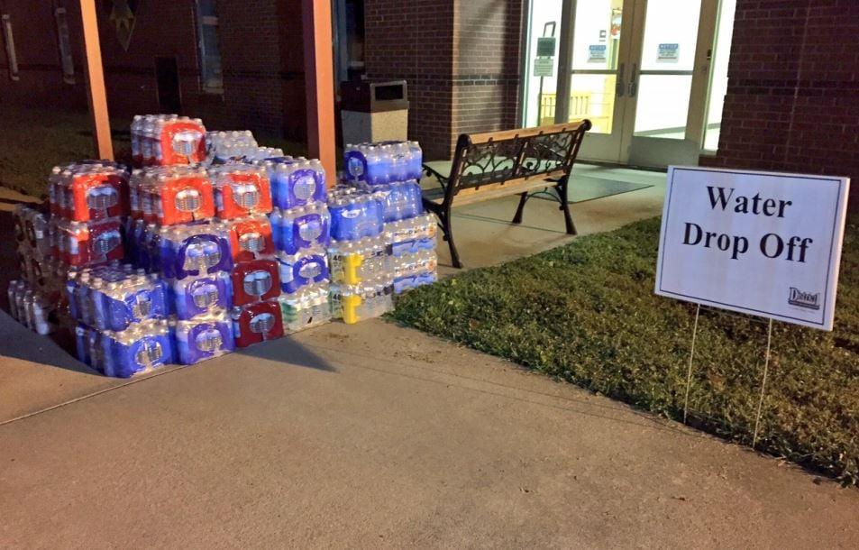 Water drop off site at OP Earle Elementary (FOX Carolina/ Aug 31, 2017)