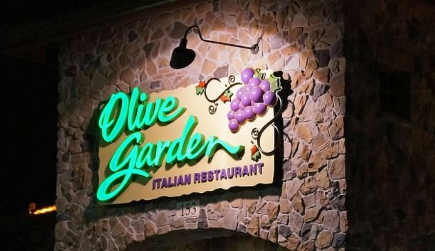 Olive Garden sign (Wikimedia Commons)