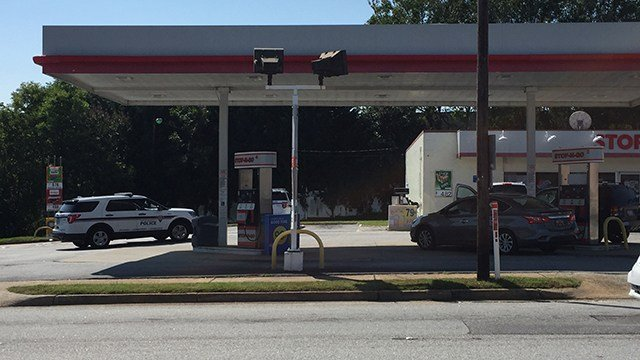 Perimeter set up near the Stop-N-Go convenience store. (9/9/17 FOX Carolina)