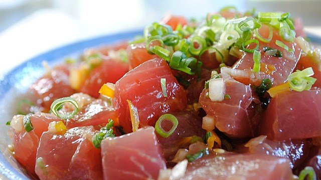 Tuna poke (Source: Wikimedia)