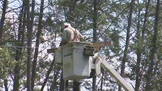 Blue Ridge Electric crews work on power lines. (FOX Carolina/ Sept. 13, 2017)