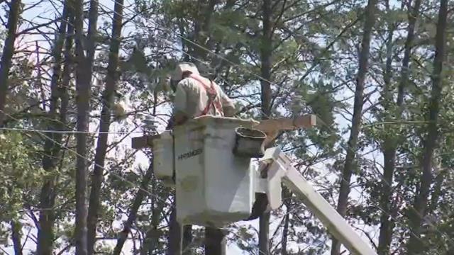 Blue Ridge Electric crews work on power lines. (FOX Carolina/ Sept. 13, 2017)