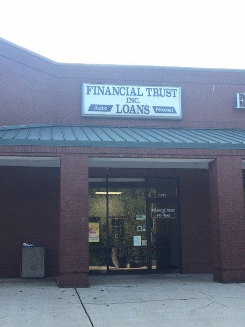 Scene of robbery at Financial Trust Inc. (FOX Carolina/ 9/13/17)