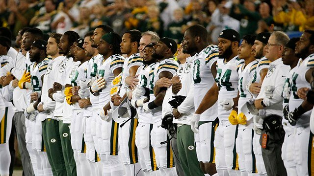 Green Bay Packers lock arms during the national anthem again on Thursday. (Source: Associated Press)