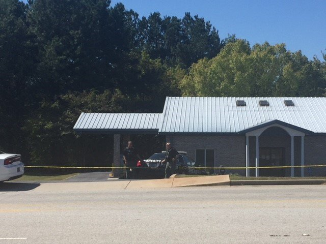 Deputies on scene of bank robbery (Oct. 4, 2017/FOX Carolina)