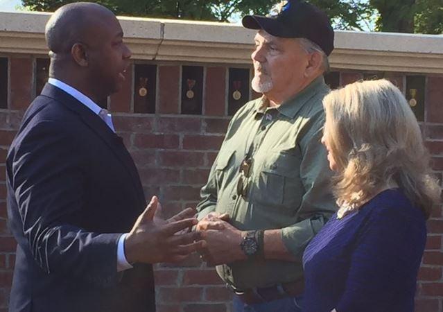 Sen Scott (left) and Sgt. Willie Norwood (right) (FOX Carolina/ Oct. 6, 2017)