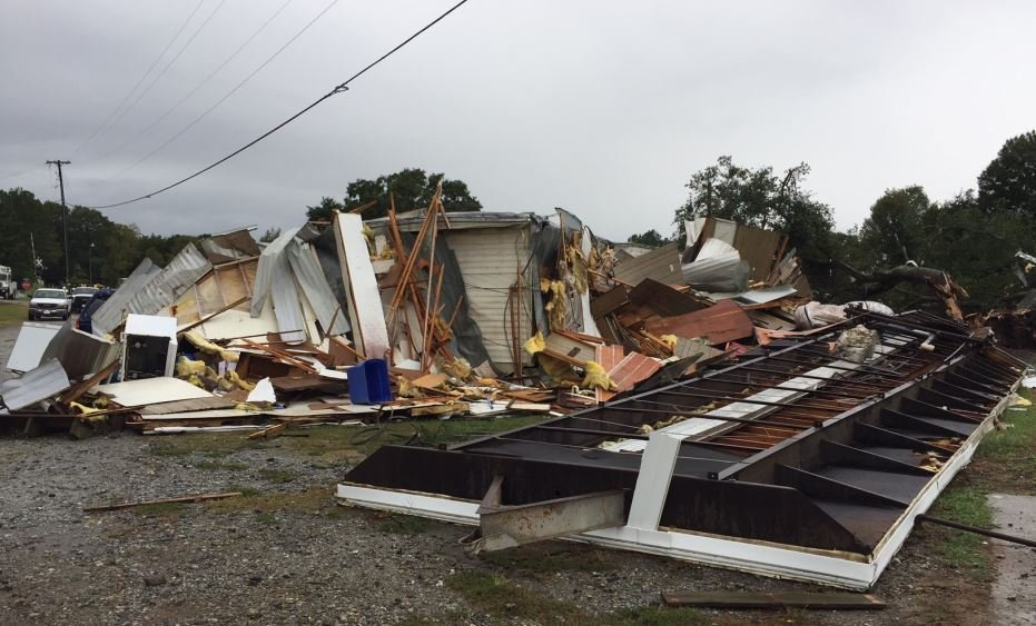 Storm damage at Town & Country Mobile Home Park (FOX Carolina/ Oct. 9, 2017)